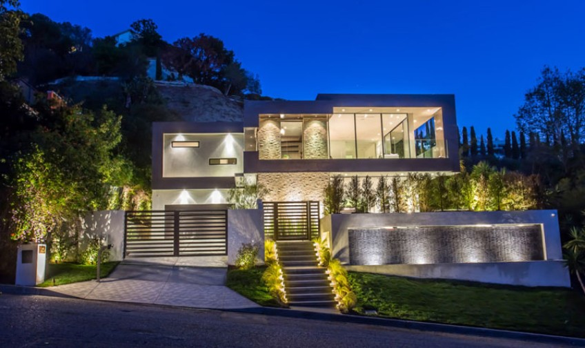 lighting Discover Why This Modern House is Lighting Up the Hollywood Hills Discover Why This Modern House is Lighting Up the Hollywood Hills 5
