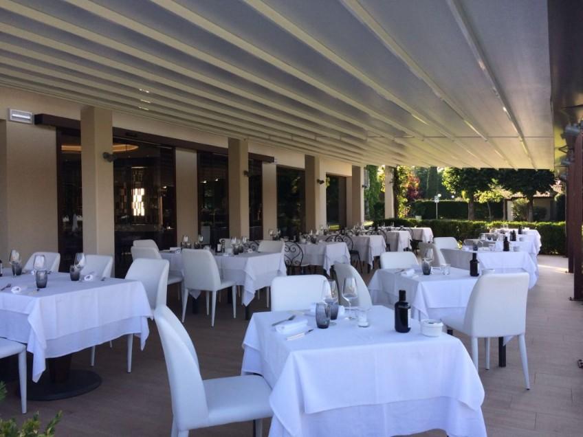 Meet Splendid Hotel in Lake Garda with Mid-Century Lighting mid-century lighting Meet Splendid Hotel in Lake Garda with Mid-Century Lighting Meet Splendid Hotel in Lake Garda with Mid Century Lighting 2